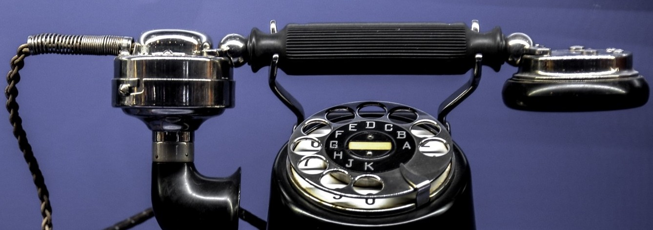vintage-telephone-on-blue-background-header.jpg